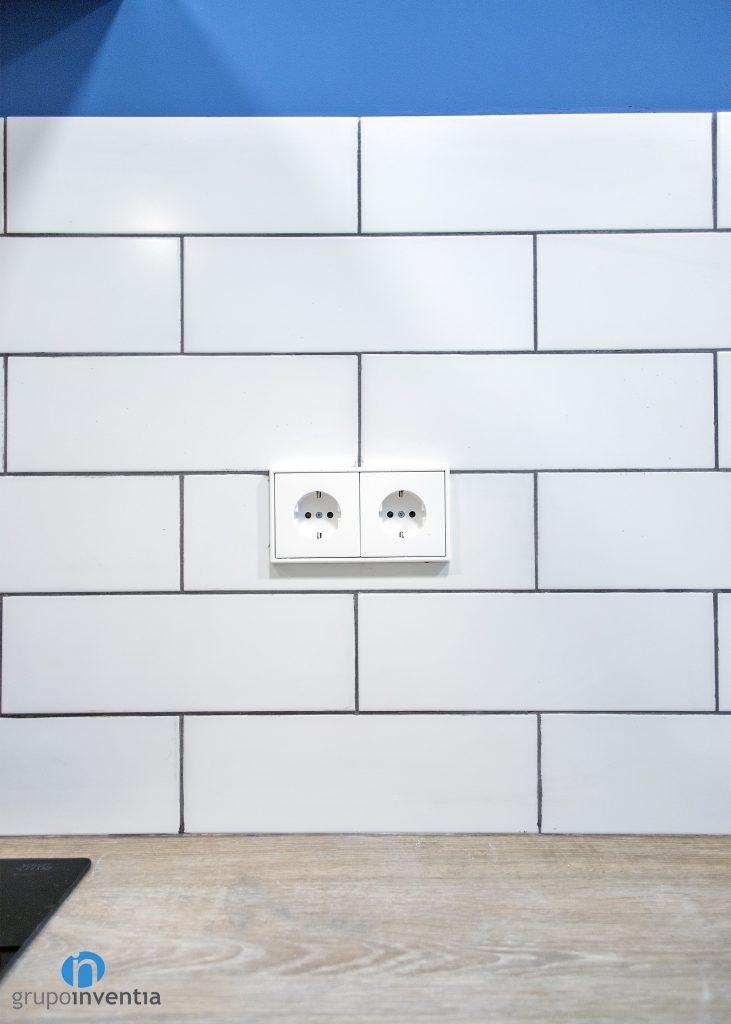 azulejos blancos cocina