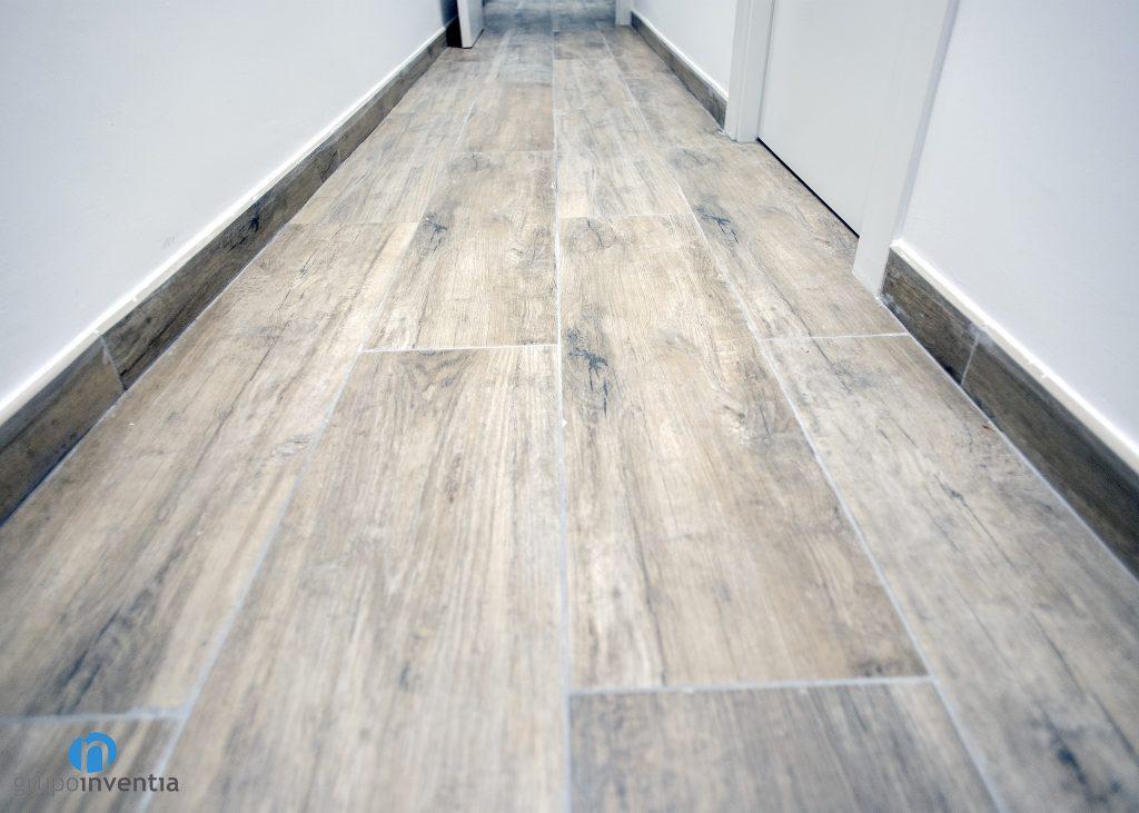 suelo acabado madera