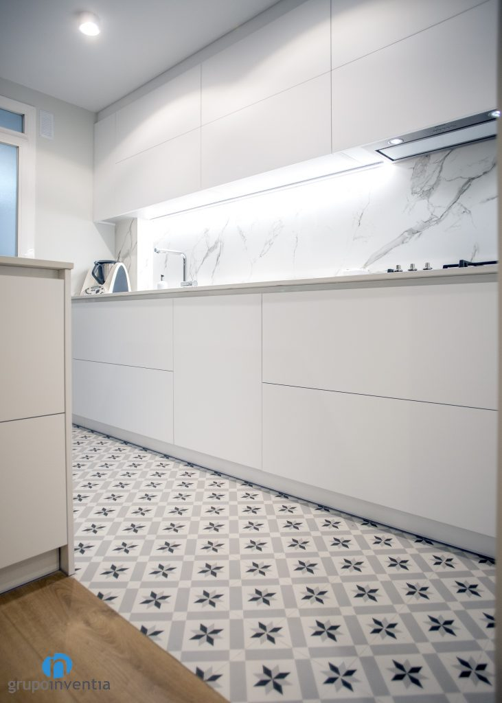 suelo hidraulico cocina