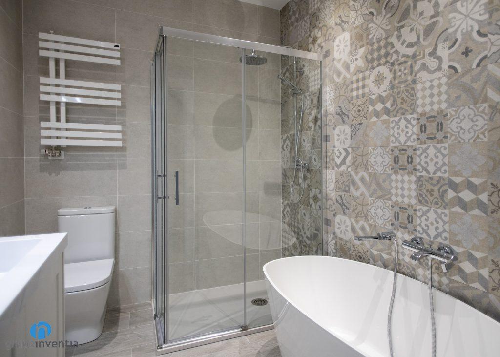 equipamiento de baño completo