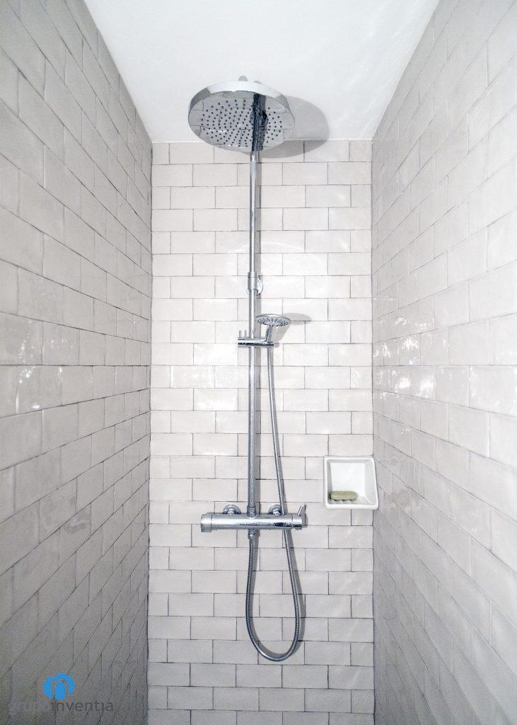 azulejos grises baño