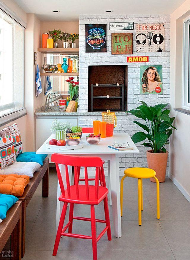 sillas de colores retro